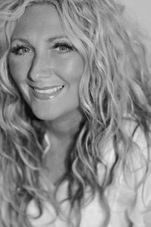 Amanda-Prowse-Book-Shots-(16-of-26)